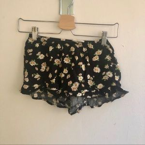 Audrey white flower casual shorts. Size small